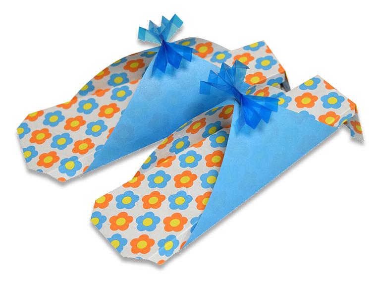 おりがみくらぶ(新宮文明)さんによるさんだるの折り紙