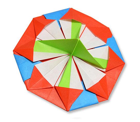 おりがみくらぶ(新宮文明)さんによるこま4の折り紙