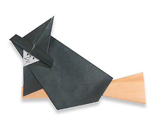 おりがみくらぶ(新宮文明)さんによるまじょの折り紙