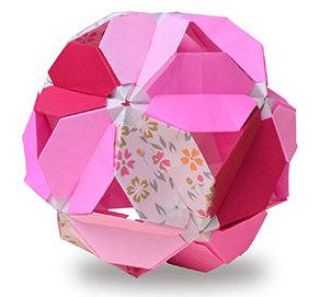佐藤洋子さんによる桜の折り紙