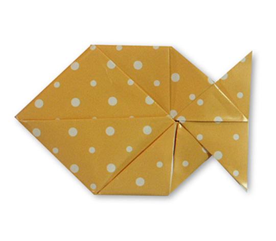 おりがみくらぶ(新宮文明)さんによるおりがみてがみ さかなの折り紙