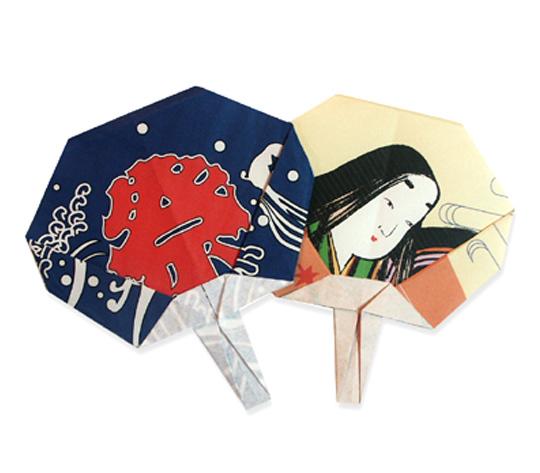 おりがみくらぶ(新宮文明)さんによるうちわの折り紙