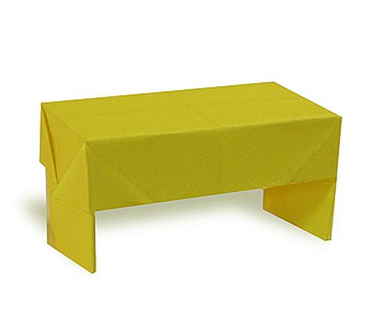 おりがみくらぶ(新宮文明)さんによるつくえの折り紙