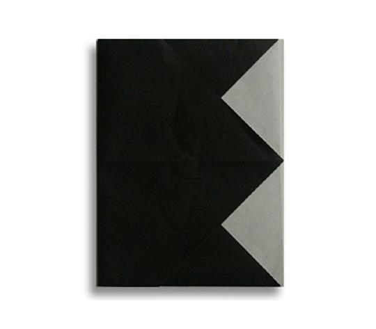 おりがみくらぶ(新宮文明)さんによるE(いー)の折り紙