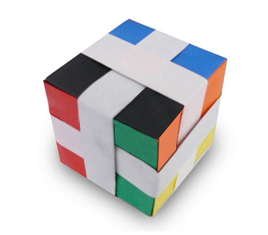 おりがみくらぶ(新宮文明)さんによる多色立方体の折り紙