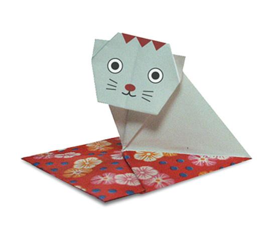 おりがみくらぶ(新宮文明)さんによるざぶとんねこの折り紙