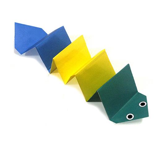 おりがみくらぶ(新宮文明)さんによるみみずの折り紙