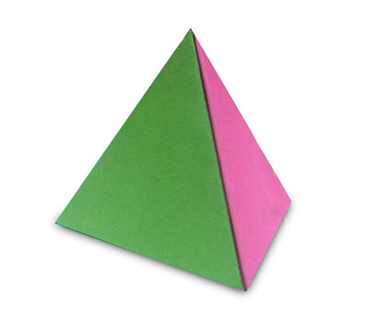 おりがみくらぶ(新宮文明)さんによる正三角錐の折り紙