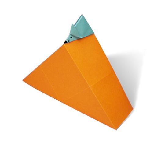 おりがみくらぶ(新宮文明)さんによるちーずをたべるねずみの折り紙