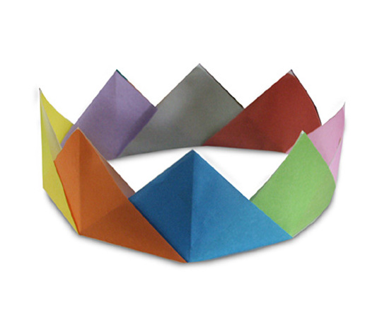 おりがみくらぶ(新宮文明)さんによるかんむりの折り紙