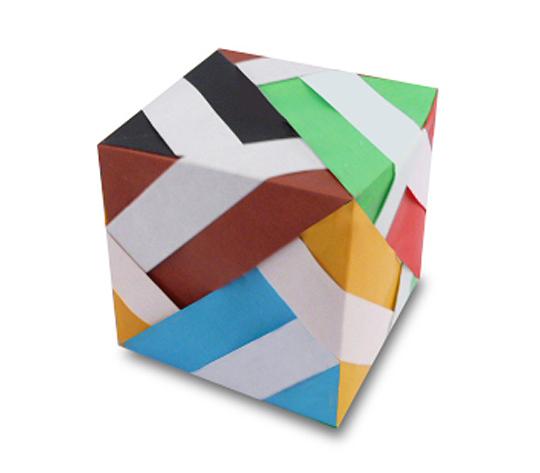 おりがみくらぶ(新宮文明)さんによる白らいん立方体の折り紙