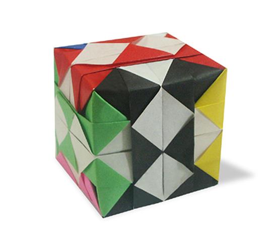 おりがみくらぶ(新宮文明)さんによるごばん立方体の折り紙