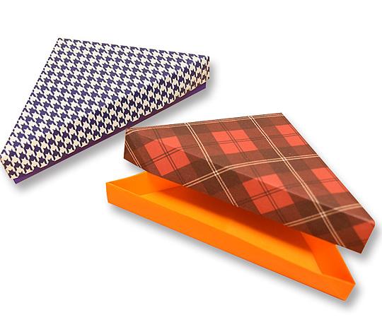 おりがみくらぶ(新宮文明)さんによるさんかくばこの折り紙