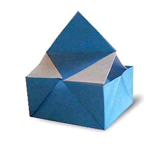 おりがみくらぶ(新宮文明)さんによるみにけーすの折り紙