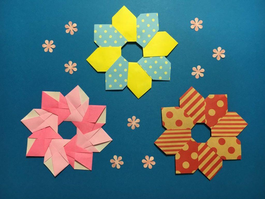 Oriya小町さんによるレトロなお花と編み込み風リースの折り紙