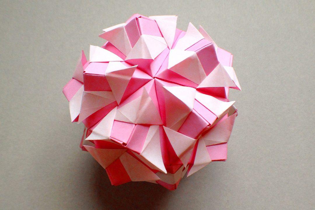 かみなが らんさんによるくす玉 キューピッドの折り紙