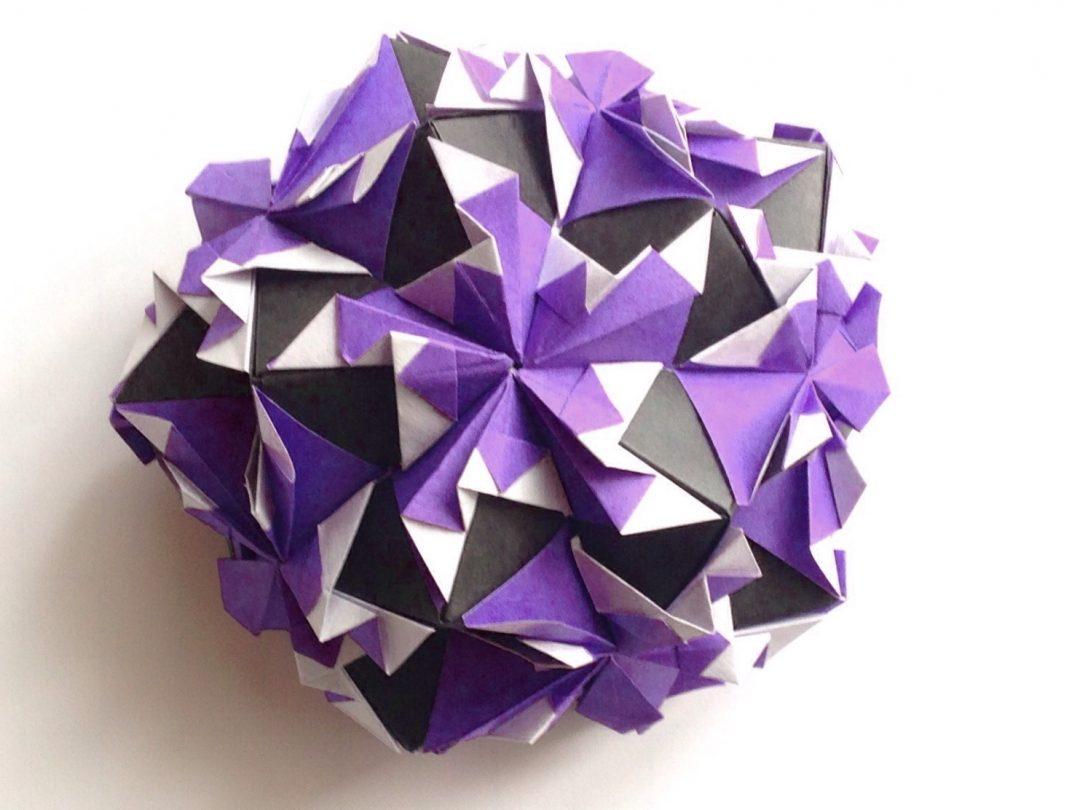 かみなが らんさんによるくす玉 こうもりの折り紙