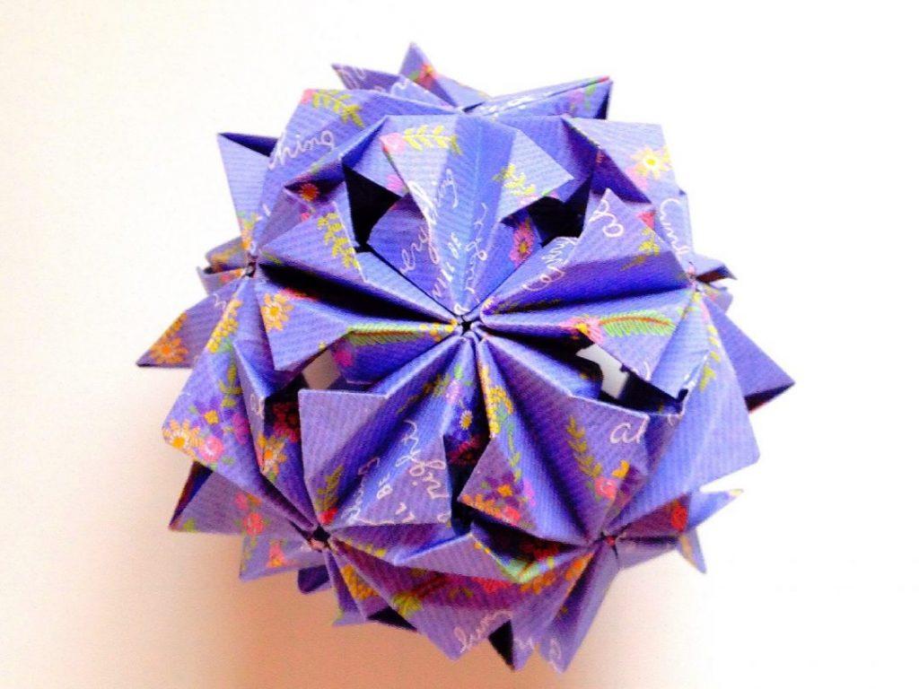 かみなが らんさんによるくす玉 秋花の折り紙