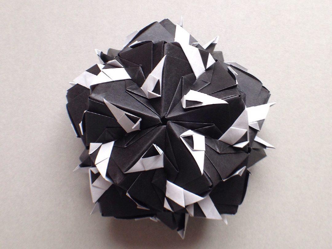 かみなが らんさんによるくす玉 手裏剣の折り紙