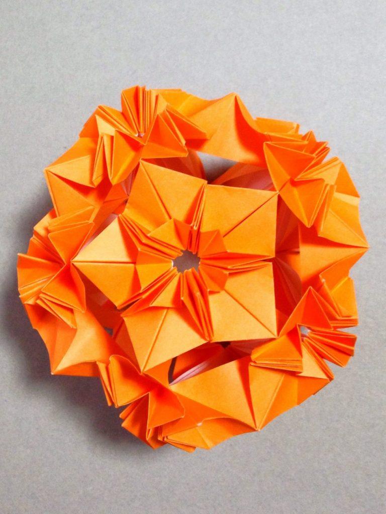かみなが らんさんによるハロウィンくす玉 パンプキンの折り紙