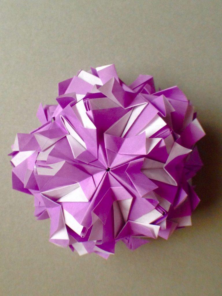 かみなが らんさんによるくす玉 アメジストの折り紙
