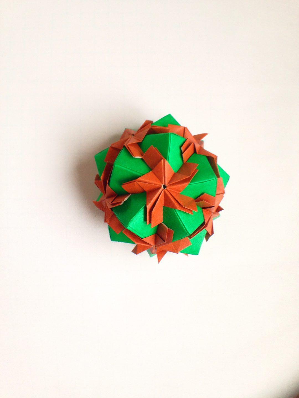 かみなが らんさんによるくす玉の折り紙