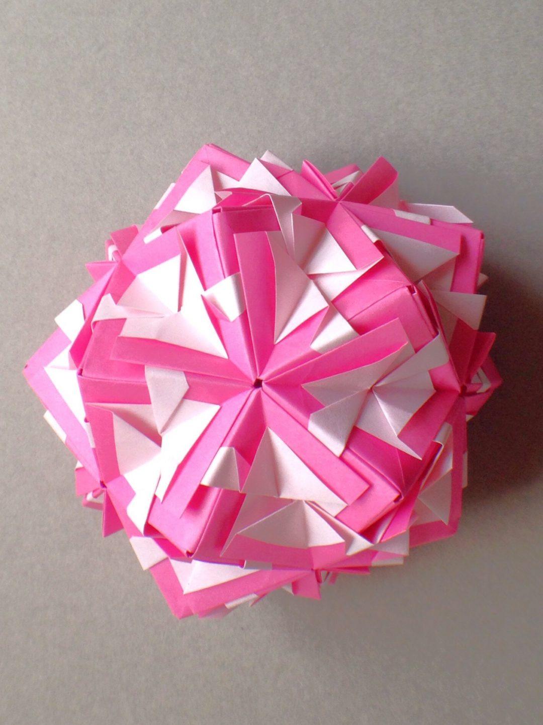 かみなが らんさんによるくす玉 苺とみるくの折り紙
