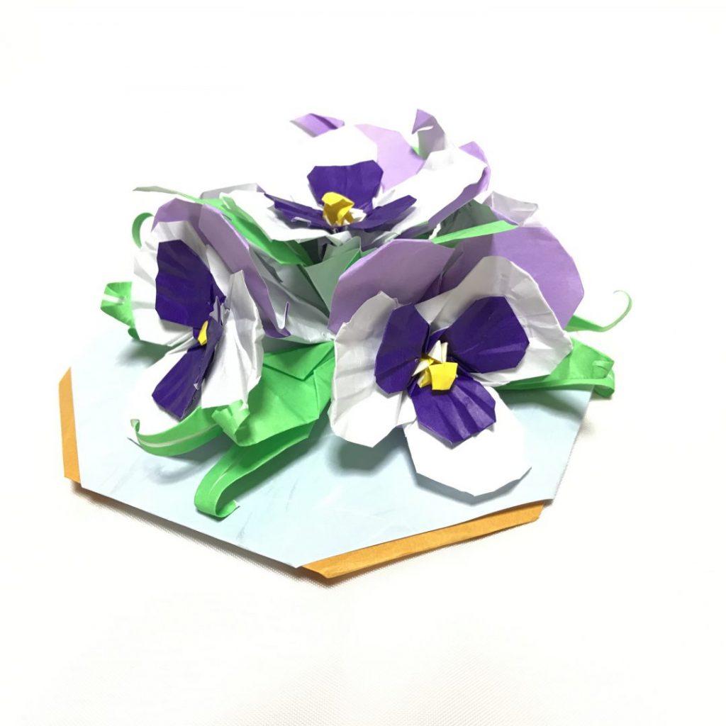 だ〜ちゃんさんによるパンジーのテーブル飾りの折り紙