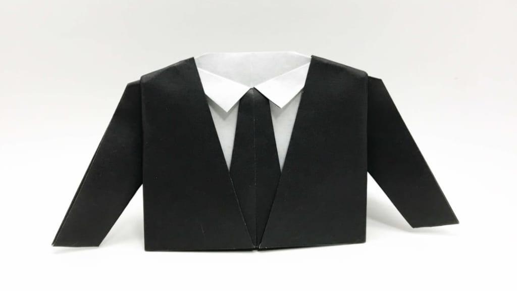 さくBさんによるスーツの折り紙