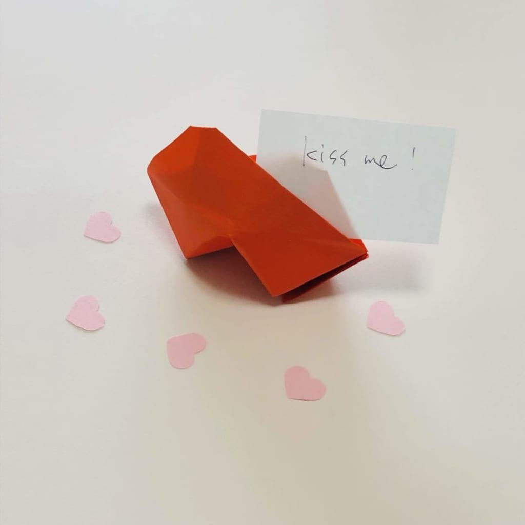 yuhpandaさんによるくちびるのカードスタンドの折り紙