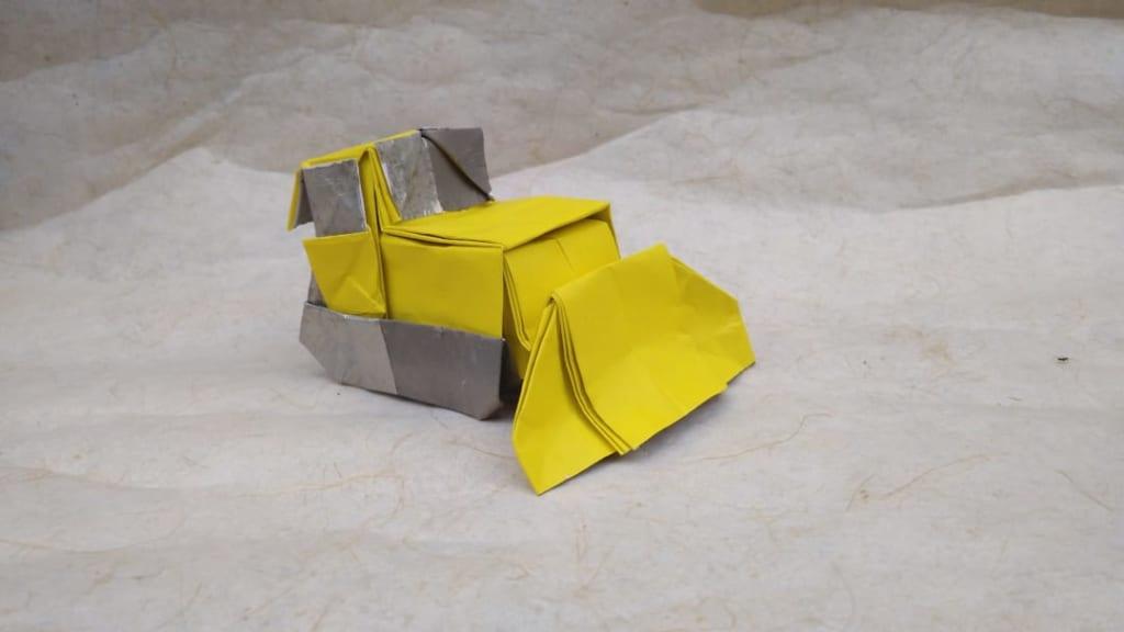 ハディさんによるブルドーザーの折り紙