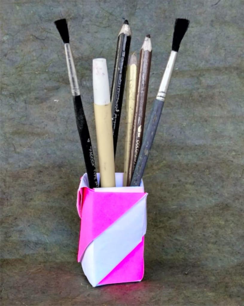 ハディさんによるペン立ての折り紙