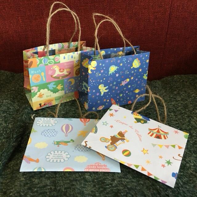 Oriya小町さんによる折り紙の小さな手さげバッグの折り紙