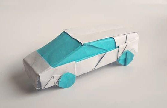 ハディさんによるスポーツカーの折り紙