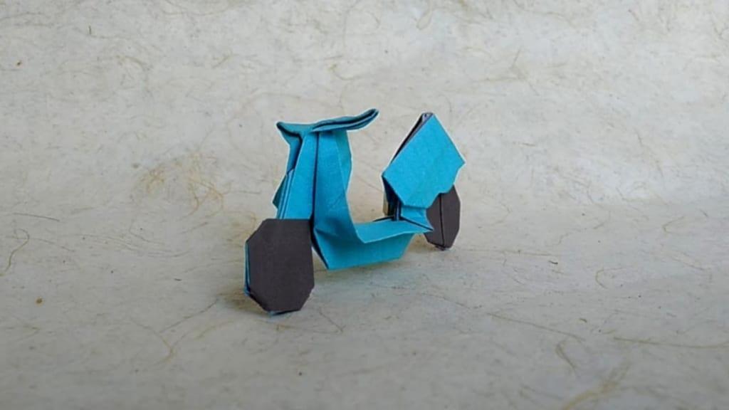 ハディさんによるスクーターの折り紙