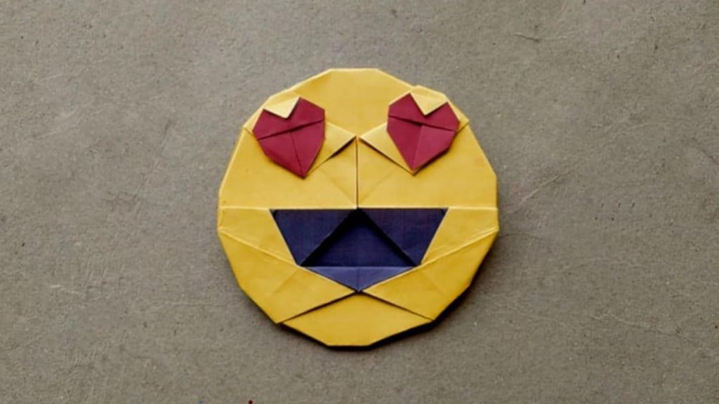 ハディさんによる絵文字 😍の折り紙