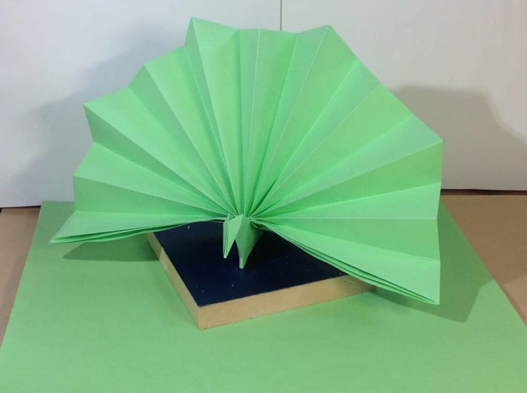 竹内ケイさんによるクジャクの折り紙
