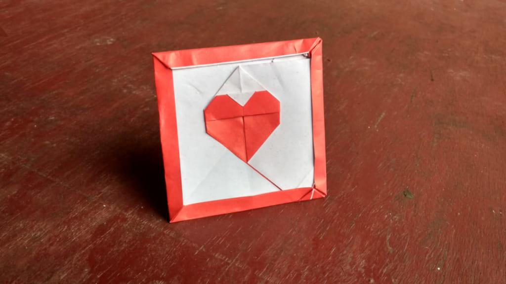 ハディさんによる額入りハートの折り紙