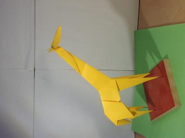 竹内ケイさんによるキリンの折り紙