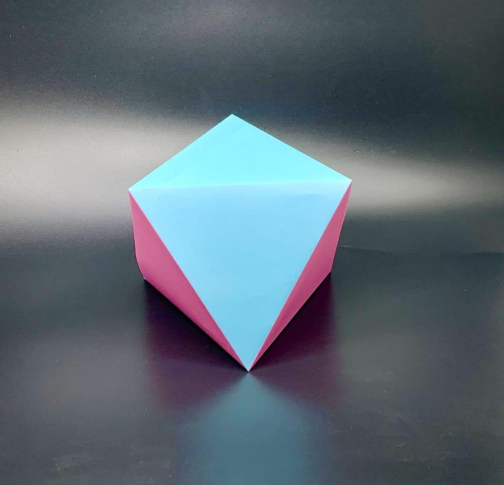 竹内ケイさんによる正八面体の折り紙