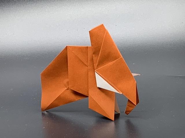 竹内ケイさんによるマンモスの折り紙