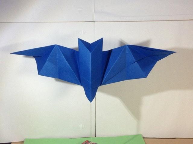 竹内ケイさんによるコウモリの折り紙