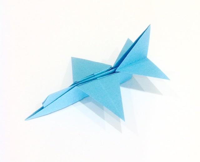 竹内ケイさんによるブルーインパルスの折り紙