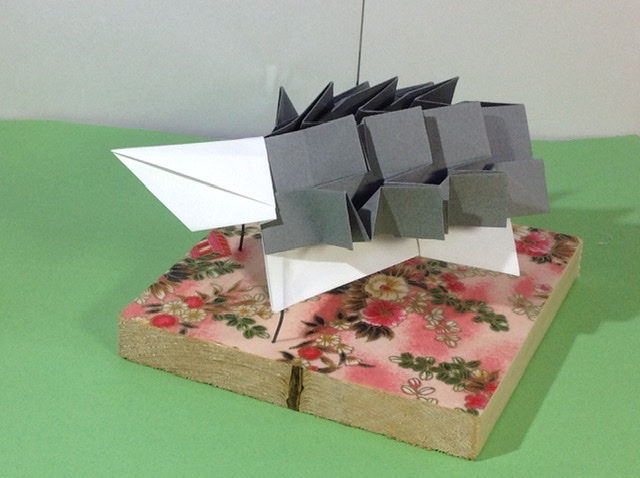 竹内ケイさんによるハリネズミの折り紙