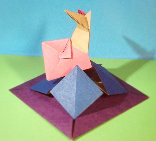 竹内ケイさんによるカタツムリの折り紙