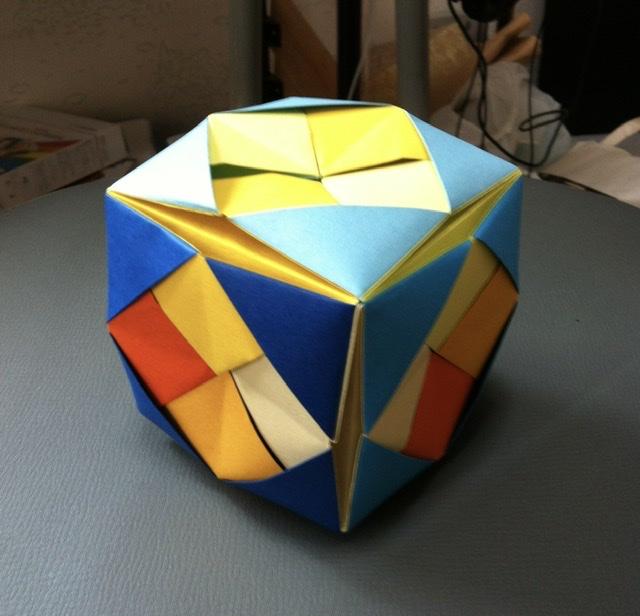 竹内ケイさんによるレトロキューブの折り紙
