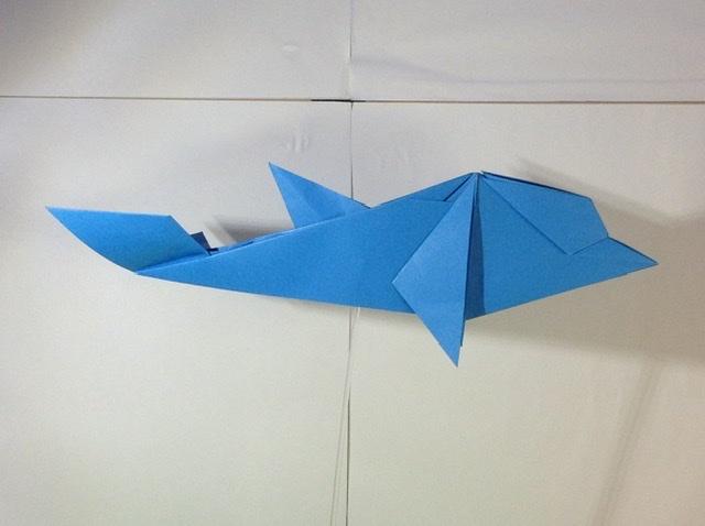 竹内ケイさんによるイルカの折り紙