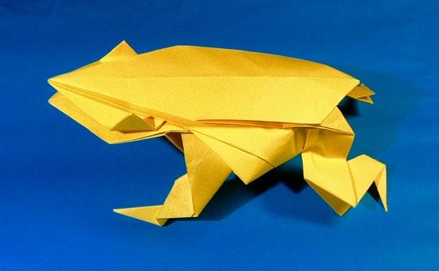 竹内ケイさんによるカエルの折り紙