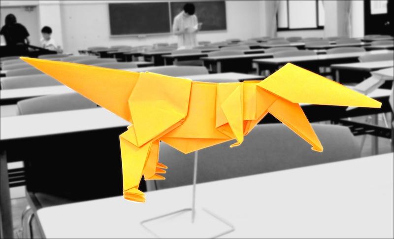 竹内ケイさんによるティラノサウルスの折り紙