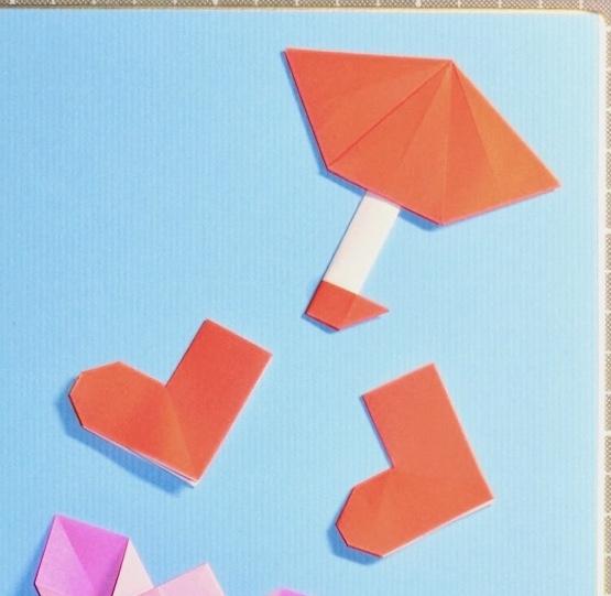 竹内ケイさんによる傘と長靴の折り紙